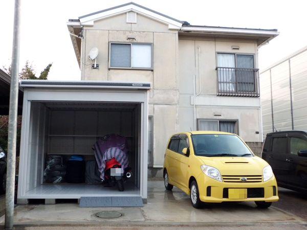 新しいガレージが完成。外壁は古いまま。